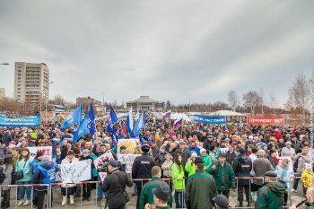 Заводчан привозили на автобусах, студентов – колоннами по 200 человек. Мэрия Нижнего Тагила отчиталась о 3000 участников антитеррористического митинга-концерта