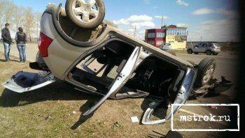 В Нижнем Тагиле после лобового столкновения перевернулась иномарка (ФОТО)