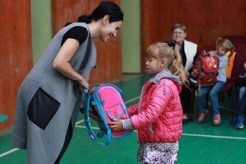 Благотворительный фонд «Живи, малыш» собирает 100 рублей и раздаёт 100 портфелей
