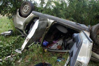 В Нижнем Тагиле после переворачивания автомобиля погиб водитель