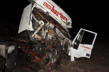 На трассе под Нижним Тагилом столкнулись три грузовика, два человека пострадали (ФОТО)