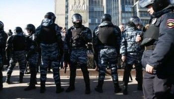 На двух участников акции в Москве завели дела о нападении на полицейского