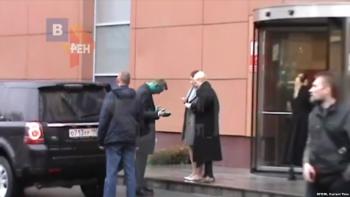 Полиция начала проверять активистов SERB после нападения на Навального