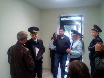 Полицейские изъяли листовки в штабе Навального в Орле