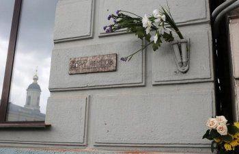 Власти Москвы объявили незаконной мемориальную доску на доме, где жил Борис Немцов