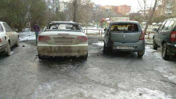Неизвестный поджёг машину главы ТСЖ в Екатеринбурге (ВИДЕО)