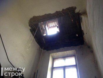 В Нижнем Тагиле в многоквартирном доме обрушилось потолочное перекрытие (ФОТО)
