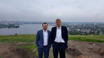 Правая рука Сиенко уходит с УВЗ в АП. Как Алексей Жарич сделал Нижний Тагил Путинградом, влюбил в себя журналистов, одел всех в футболки UVZSHOP и подсадил на хоккей