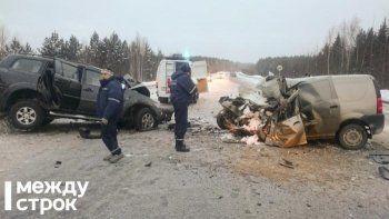На трассе под Нижним Тагилом в жутком лобовом ДТП погибли два человека (ФОТО)