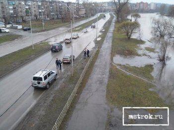 Срочно! Власти Нижнего Тагила решили затопить ключевую магистраль. ГИБДД перекрывает дорогу, под угрозой новый мост