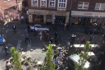 В Германии грузовик протаранил летнюю веранду ресторана. 3 человека погибли, 20 пострадали