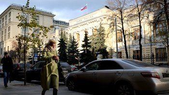 Правительство запретит кредиторам взыскивать с должников больше половины зарплаты
