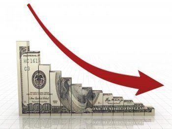 Доллар впервые за полтора года опустился ниже 58 рублей