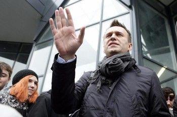 Во Владивостоке перед открытием штаба Навального задержали его сторонников