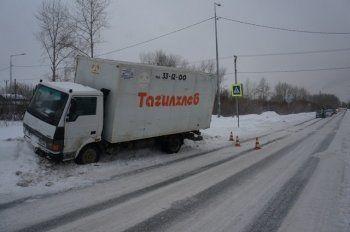 На Вагонке фургон «Тагилхлеба» сбил пенсионера