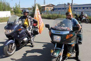 Нижний Тагил посетили участники мотопробега Владивосток – Севастополь: оценили свердловские дороги, съели «мишку единороссов» и забрали сумку жалоб на местных чиновников