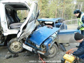 «Шестёрка» под управлением 18-летнего водителя столкнулась с грузовиком. В ДТП под Нижним Тагилом погиб пассажир
