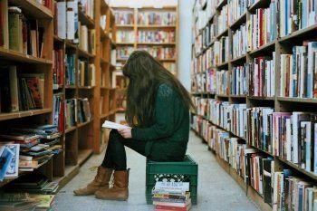 «Книги мы три года уже не покупаем». Библиотеки Нижнего Тагила лишились возможности пополнять свои фонды и просят о помощи читателей