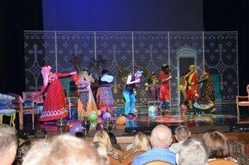 «Коляда-Plays» в Нижнем Тагиле: зрители в наушниках, легендарный режиссёр в роли переводчика, на сцене – поляки