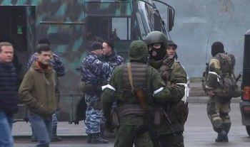 Центр Луганска заняли вооружённые люди без знаков отличия (ВИДЕО)