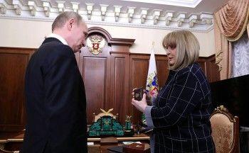 «Это были самые чистые выборы в истории нашей страны». Путин получил от Памфиловой удостоверение президента