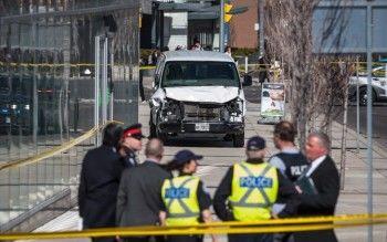 В Торонто при наезде фургона на пешеходов погибли десять человек