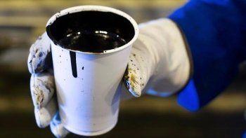 Цена барреля нефти Brent впервые за 2,5 месяца превысила $53