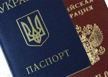 ФМС отбирает российские паспорта у жителей Крыма