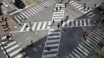 Пешеходам разрешат переходить перекрестки по диагонали