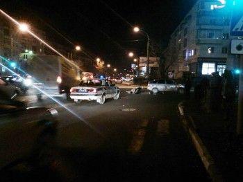 Автомобиль и мотоцикл не поделили дорогу (ВИДЕО)