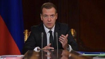 Медведев заявил о возможности запрета на полёты из России за границу