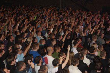 Концерт в поддержку тагильского Фонда «Живи, малыш» собрал в Москве 1300 участников