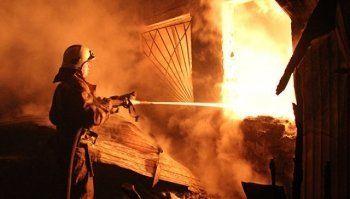 Пять человек заживо сгорели в частном доме под Режом