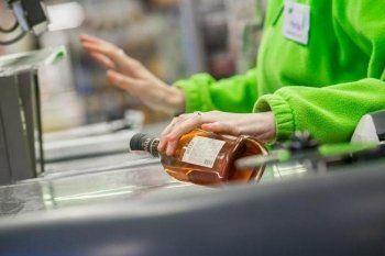 Минпромторг разрешил покупать алкоголь по водительским правам и удостоверению болельщика
