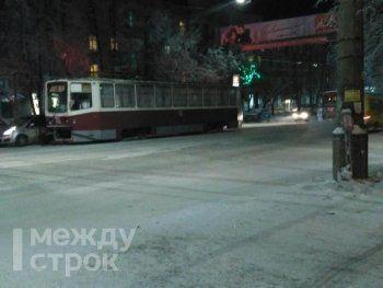 В центре Нижнего Тагила остановилось трамвайное движение