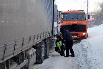 Сотрудники ГИБДД Нижнего Тагила спасли замерзающего «Деда Мороза»