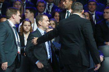 Медведева эвакуировали из зала заседаний в Сколково из-за угрозы безопасности