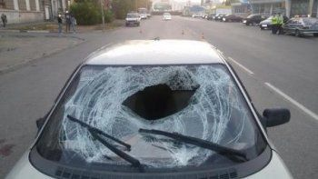 В центре Нижнего Тагила под колёса легковушки попал молодой мужчина (ФОТО)