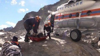 На Алтае вертолёт МЧС эвакуировал попавших под камнепад туристов из Нижнего Тагила