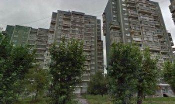 В Екатеринбурге прохожие спасли упавшую с восьмого этажа девочку