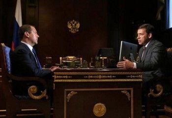 Куйвашев обсудил с премьером Медведевым развитие здравоохранения и образования в Свердловской области