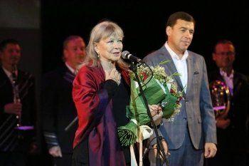 Вдове Высоцкого Марине Влади вручили премию в подожжённом кинотеатре «Космос»