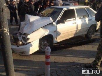 В Екатеринбурге фургон влетел в «четырнадцатую» (ВИДЕО)