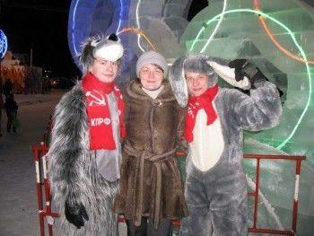 Заяц и волк-коммунисты поздравили с Новым годом более 600 человек