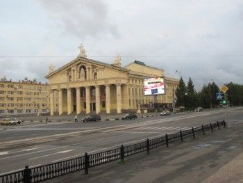 Во Дворце Молодежи не рады артистам Драмтеатра. Объявлен сбор подписей