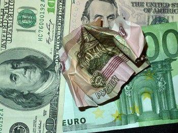 Курс доллара впервые за год поднялся выше 73 рублей