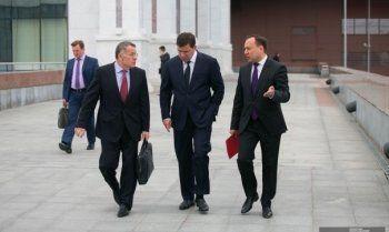 Губернатор поднял оклады свердловских министров впервые с 2013 года