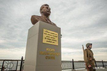 В Сургуте снесли установленный три недели назад бюст Сталина