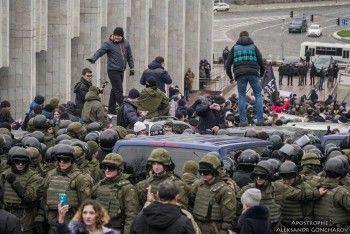 Сторонники освободили Саакашвили из автобуса СБУ (ВИДЕО)