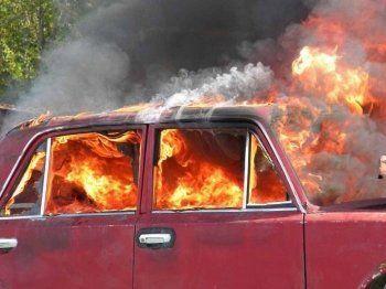 В Нижнем Тагиле два жителя Красноуральска обокрали женщину и подожгли её автомобиль